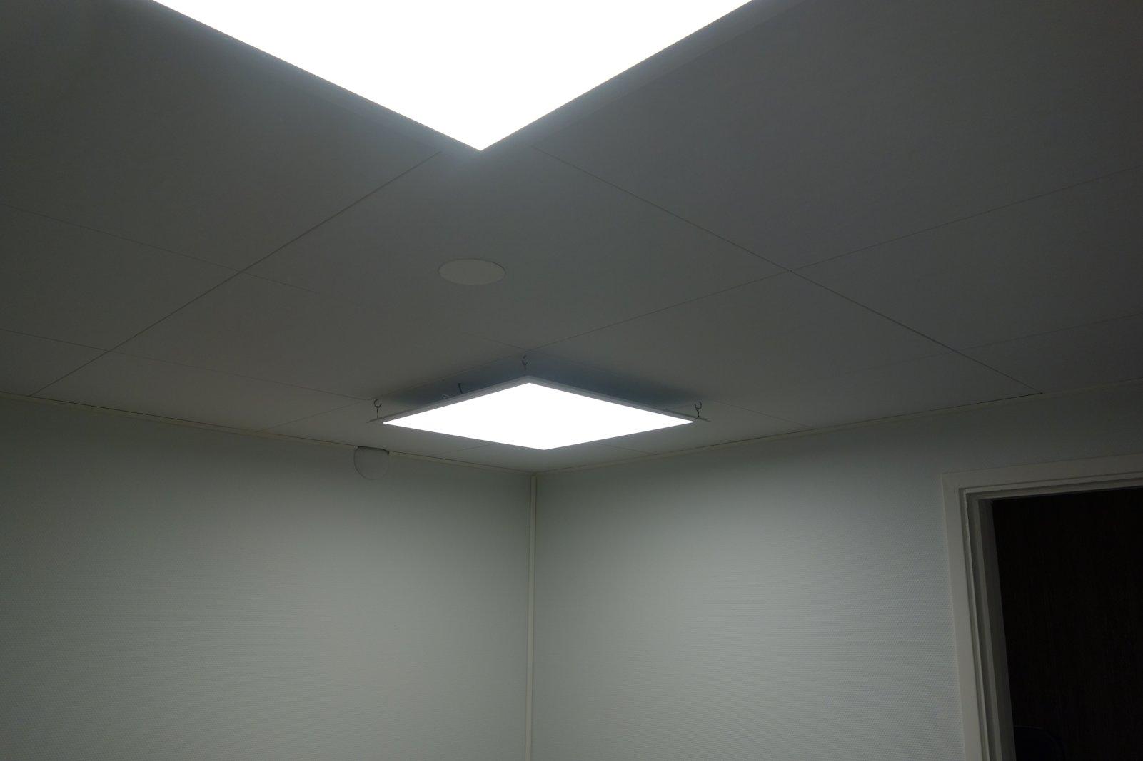 Ceiling with LED lights.